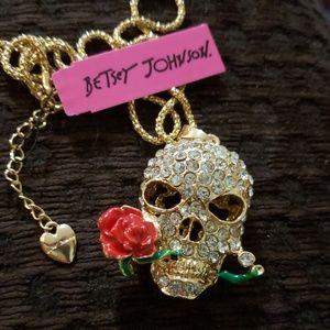 NWT BETSEY JOHNSON SKULL & ROSE CRYSTAL NECKLACE